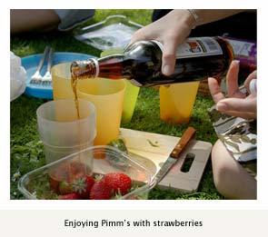 Friends enjoy Pimm's Cup